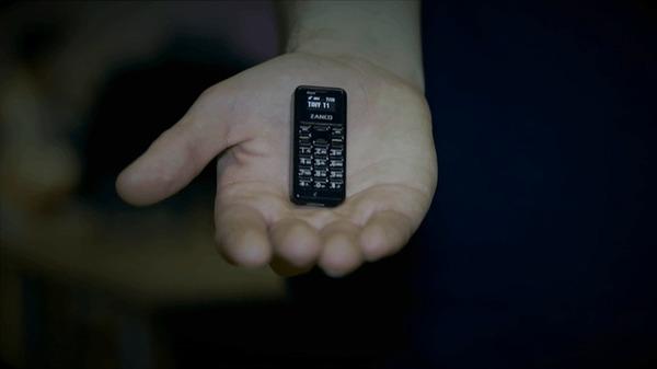 На Kickstarter собирают деньги на самый маленький телефон в мире