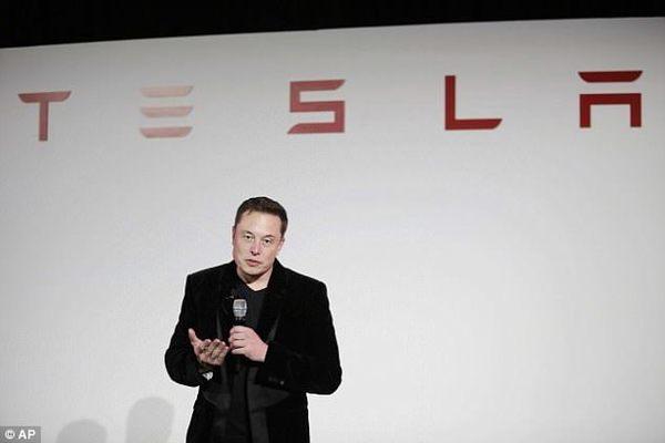 До конца лета автопилот Tesla станет полностью автономным