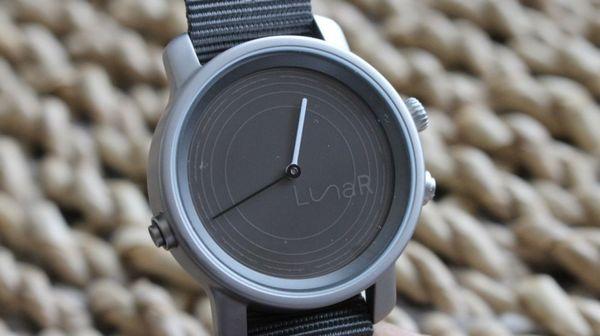 Американцы разработали «умные» часы на солнечной батарее