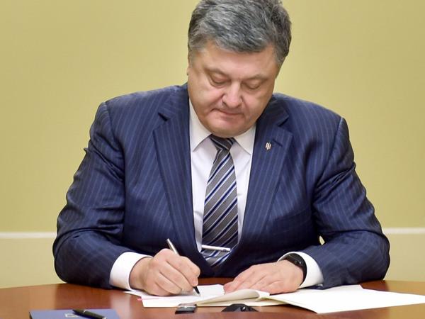 Порошенко подписал внедрение электронного билета