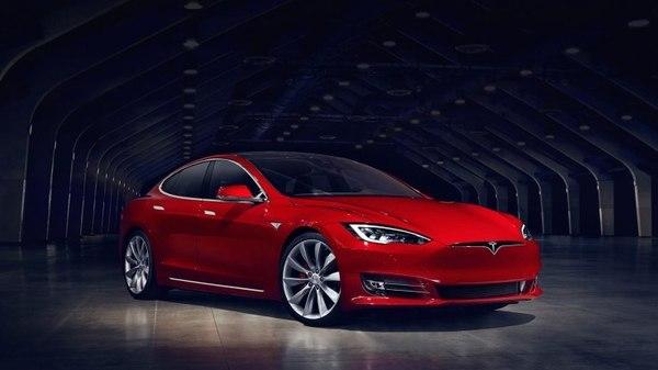 Tesla начала продажи своего нового лидера по запасу хода