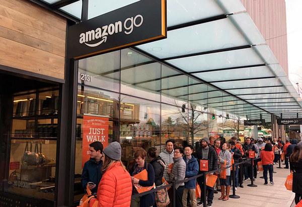 В первый день работы «магазина без очередей» Amazon Go образовались огромные очереди