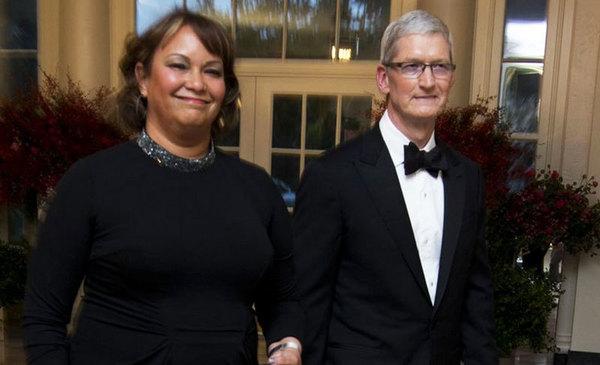 По информации WikiLeaks, Apple «сливает» пользовательские данные правительству