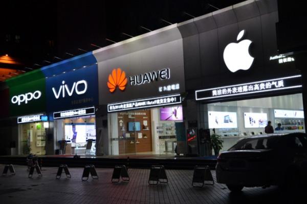 Поставки смартфонов в Китае упали на 34%