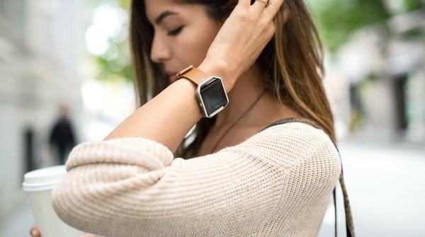 Fitbit собирается конкурировать с Apple Watch