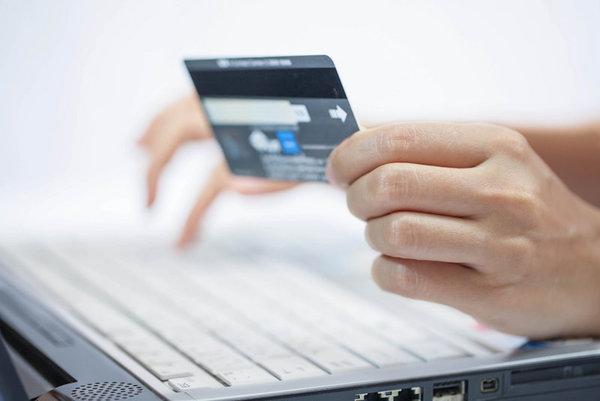 «ПриватБанк» снизил тарифы на эквайринг для интернет-магазинов до 1%