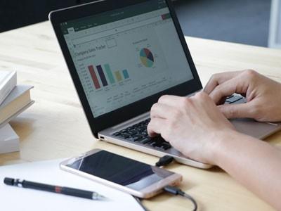Американцы создали «пустой» ноутбук, работающий в паре со смартфоном