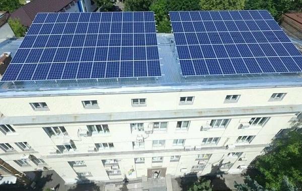 В Киеве запустили первую солнечную станцию на крыше государственного здания