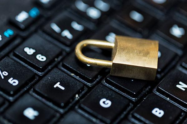 Кабмин разрешил провайдерам блокировать абонентов за мошенничество и спам