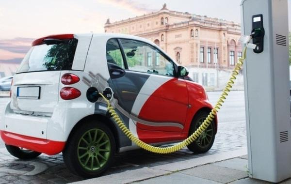 Государство построит 50 зарядных станций для электромобилей в аэропортах Украины