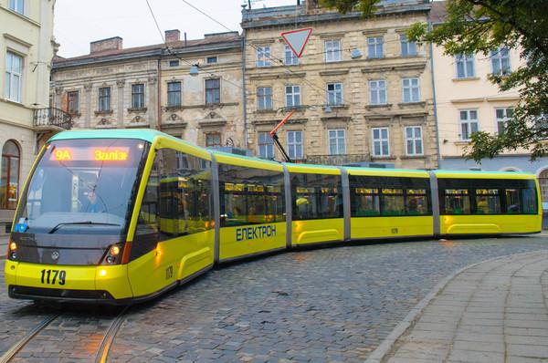 Во львовских трамваях можно будет платить за проезд смартфоном