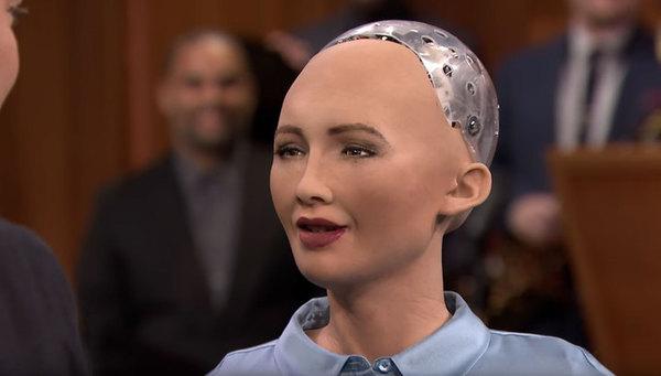 Робот София, обещавшая уничтожить человечество, едет в Украину