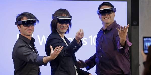 Microsoft предлагает управлять HoloLens при помощи взгляда
