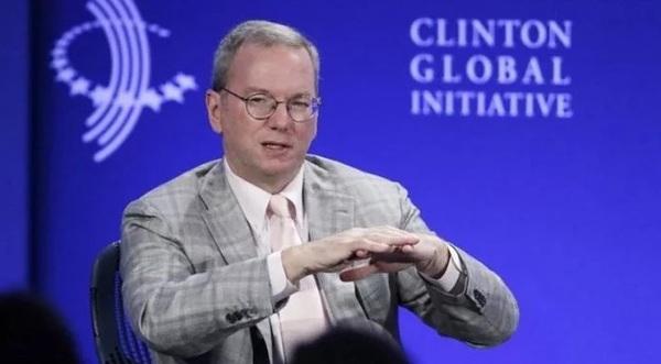 Глава совета директоров Google составил план кампании Клинтон