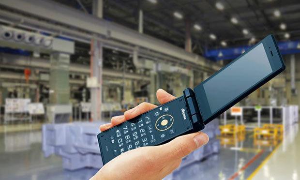 Sharp представил раскладной смартфон бизнес-класса