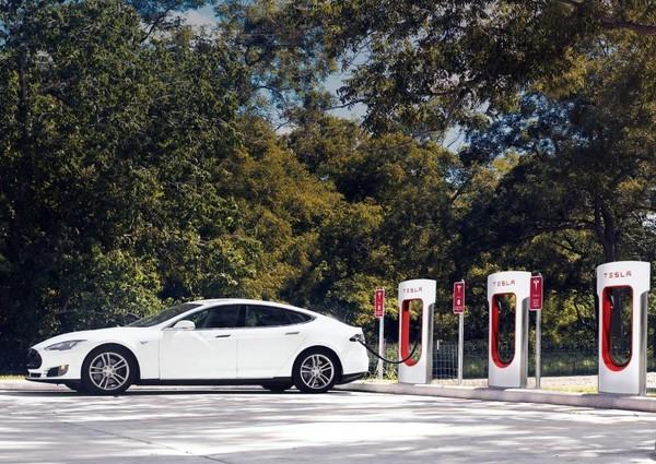 Tesla Motors откроет в Украине две официальные электрозаправки Supercharger
