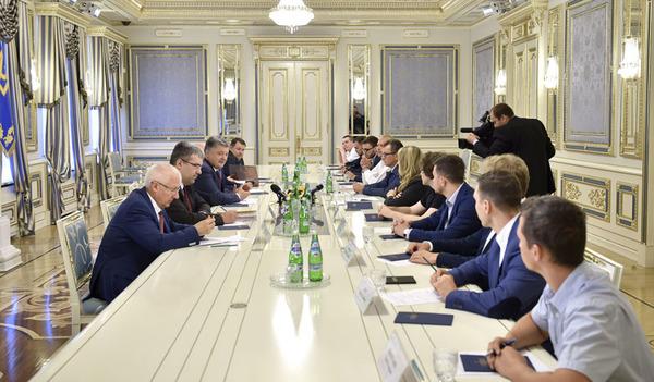 Порошенко пообещал государственное финансирование военным стартапам