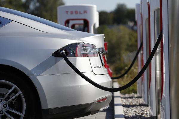 Tesla больше не предлагает пожизненную бесплатную зарядку
