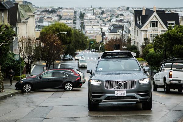 Uber остановил тестирование робомобилей после смертельной аварии