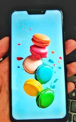 ASUS скопировал дизайн iPhone X для своего нового флагмана