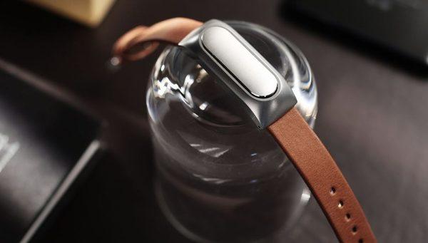Apple скатилась на третье место по продажам носимой электроники