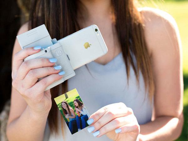 Американцы создали мини-принтер для печати «живых» фотографий с iPhone