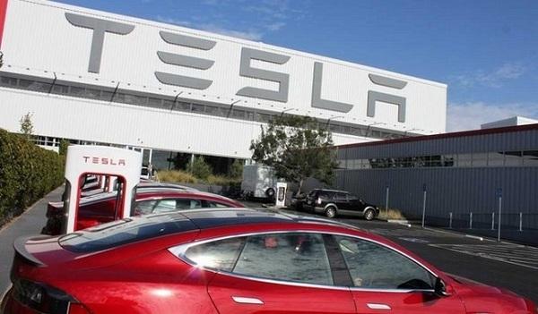 Несколько акционеров Tesla подали в суд на Илона Маска из-за его сообщений в Twitter о выкупе компании