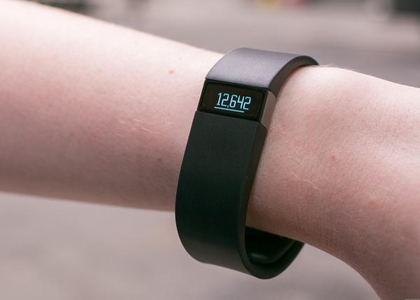 Fitbit остановил производство смарт-браслетов из-за низкого спроса