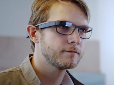 Google Glass будут работать от батареек