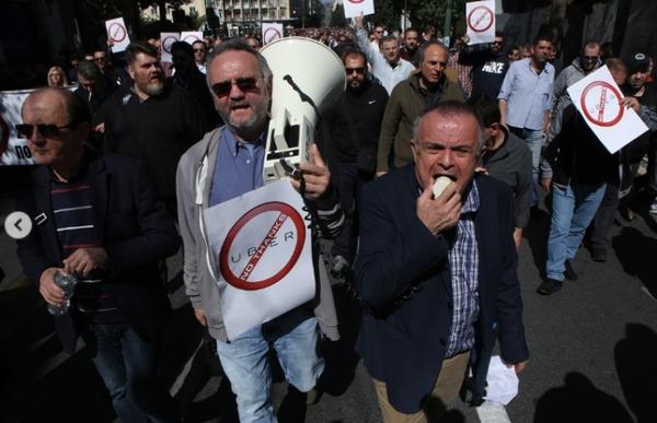 Таксисты Греции устроили протесты против Uber