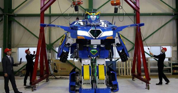 В Японии создали настоящего робота-трансформера (Видео)