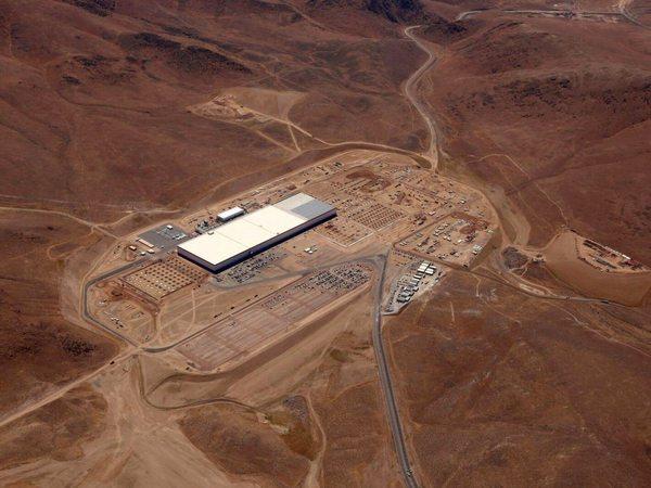 Tesla построит минимум пять Гигафабрик