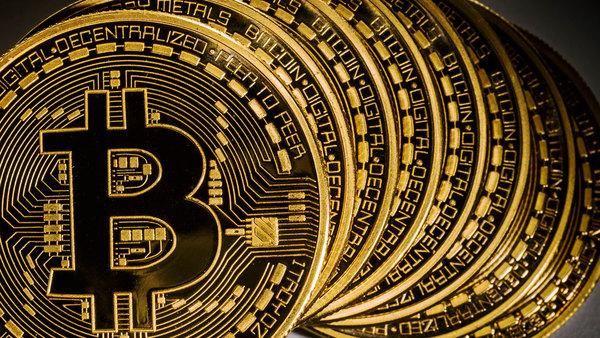 Курс биткоина впервые достиг $3000