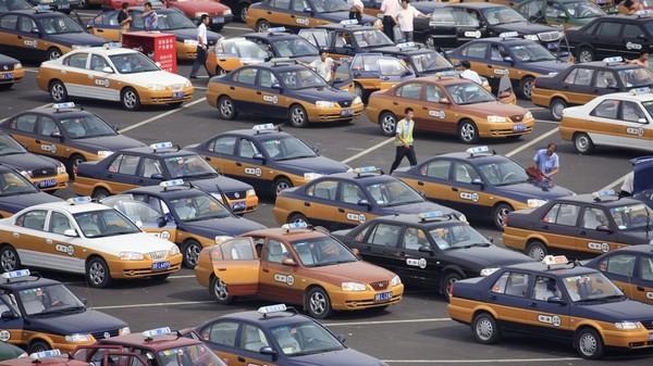 В Пекине все бензиновые такси заменят на электромобили