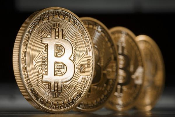 Стоимость Bitcoin вчера превысила $2700