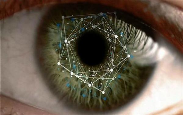 Сканер радужки глаза в смартфоне Samsung Galaxy S8 можно обмануть при помощи фотографии