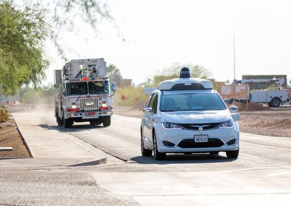 Waymo учит свои робомобили выявлять транспорт экстренных служб