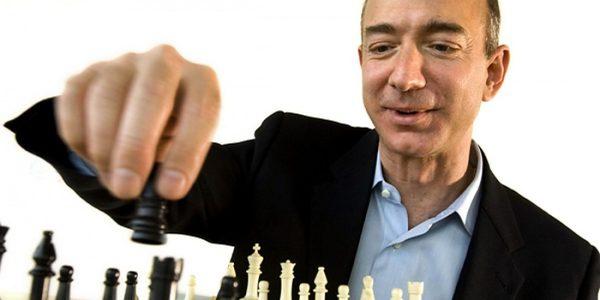 Глава Amazon поднялся на второе место в списке самых богатых людей