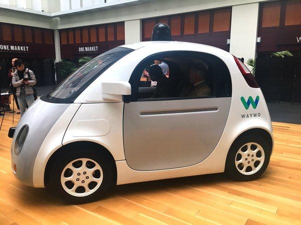 Принадлежащая Alphabet компания Waymo обвинила Uber в краже технологий самоуправления автомобилей