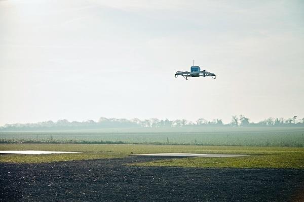Первый клиент Amazon получил заказ на дроне