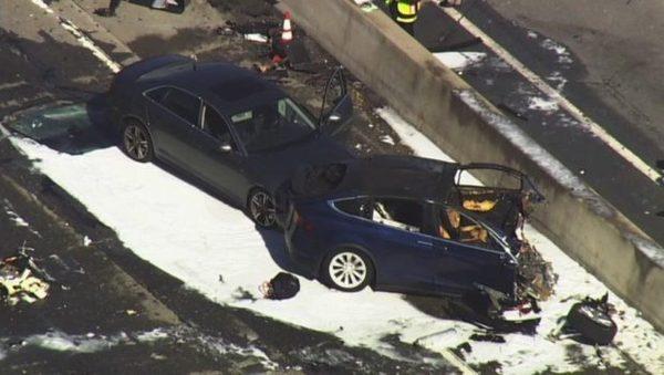 Tesla признала работу автопилота во время фатальной аварии