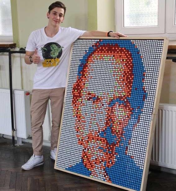 Украинец за полтора часа собрал портрет Стива Джобса из 432 кубиков Рубика