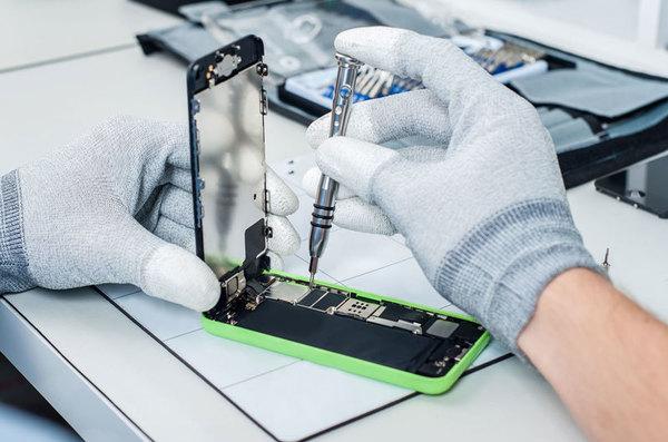 Apple собирается не допустить принятие закона, позволяющего ремонтировать iPhone сторонним сервисам