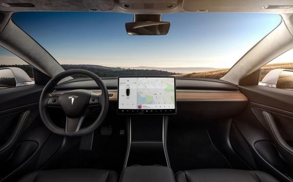 Tesla работает с AMD над созданием собственного чипа для робомобилей