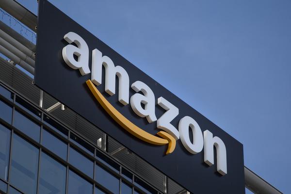 Amazon впервые поднялся на вторую строчку рейтинга самых дорогих компаний