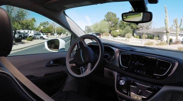 Waymo показала реакцию пассажиров на поездку в самоуправляемом авто без водителя (Видео)