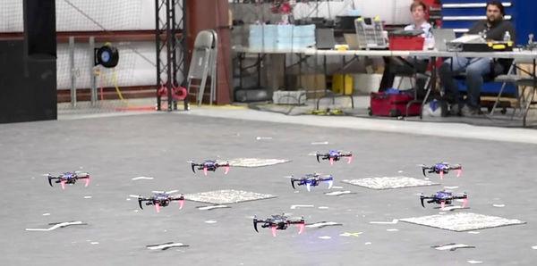 Квадрокоптеры научили летать стаями без GPS