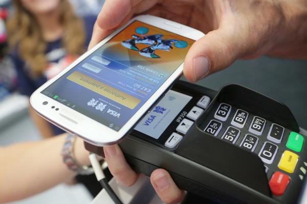 ПриватБанк запустил возможность бесконтактной оплаты покупок смартфоном