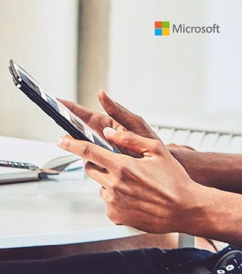 Microsoft показала складной безрамочный смартфон