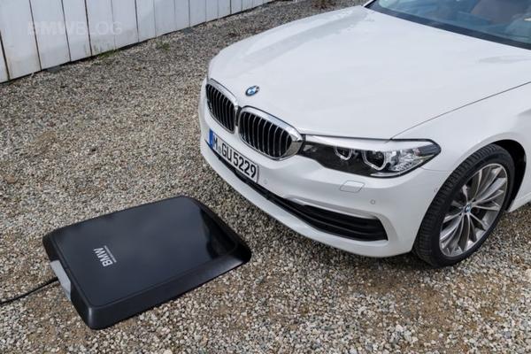 BMW выпустит беспроводные зарядные станции для электромобилей